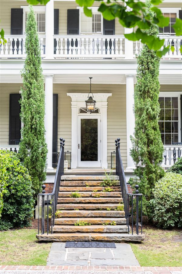 The Robert Finwick Giles House luxury homes