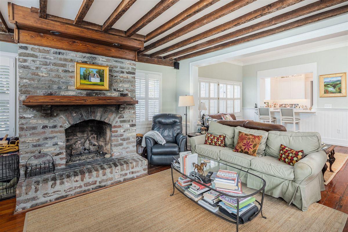 Luxury real estate The Robert Finwick Giles House