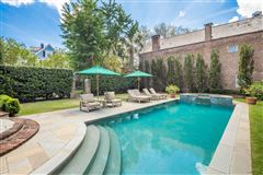 Luxury properties The Robert Finwick Giles House