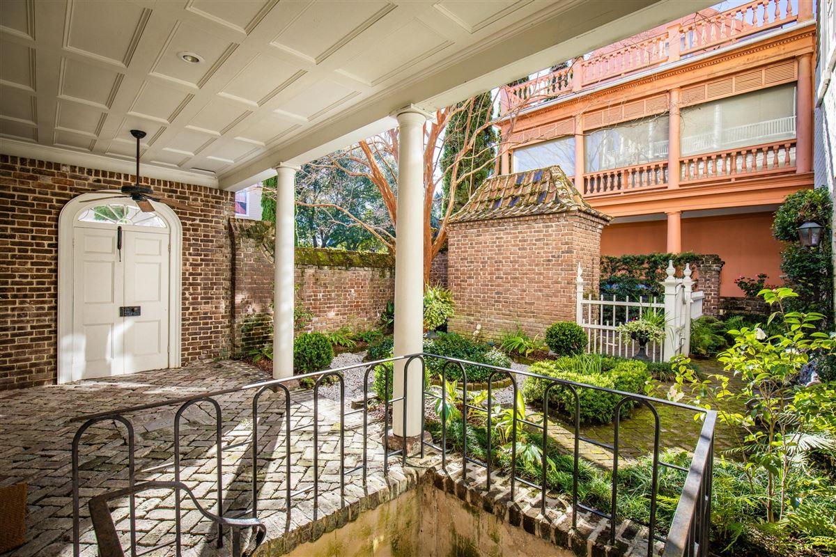 Luxury homes in an elegant house in Charleston