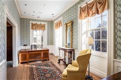 an elegant house in Charleston mansions