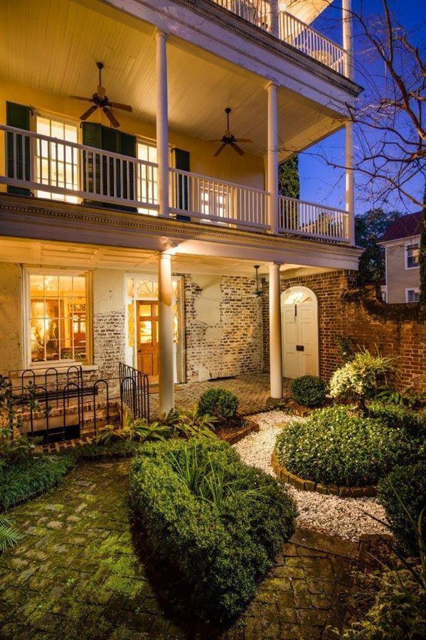 Luxury homes an elegant house in Charleston