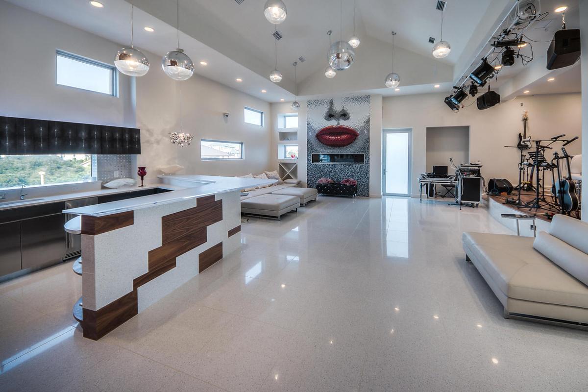 Casa Amore luxury properties