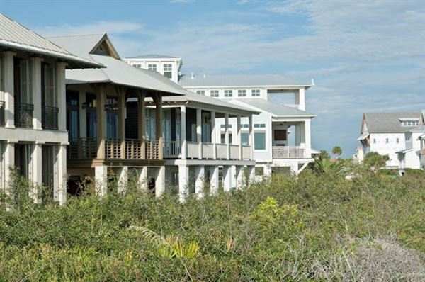 Mansions in gulf frontage in Rosemary Beach