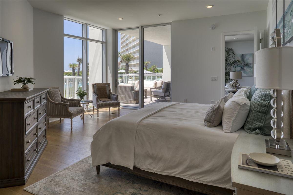 Mansions in large three bedroom floor plan