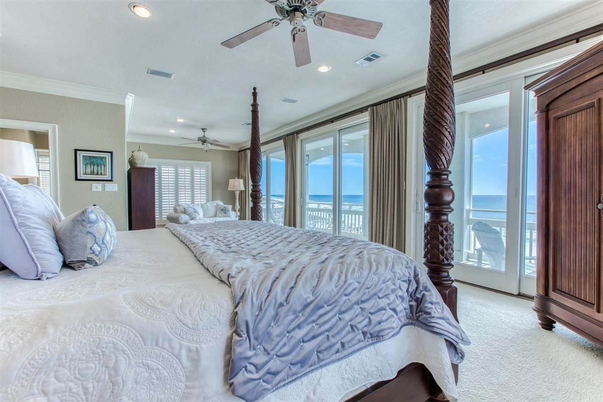 Luxury homes Private gulf-front home on prime beach