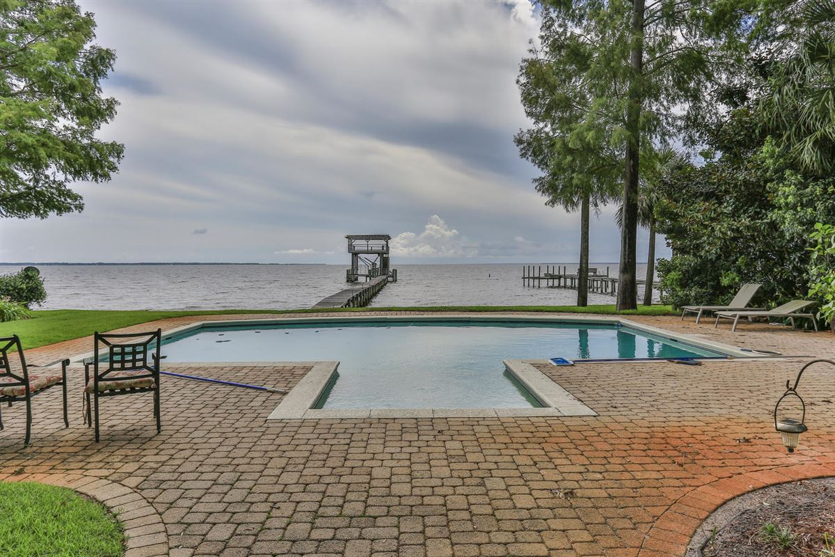 builders home on Choctawhatchee Bay luxury homes
