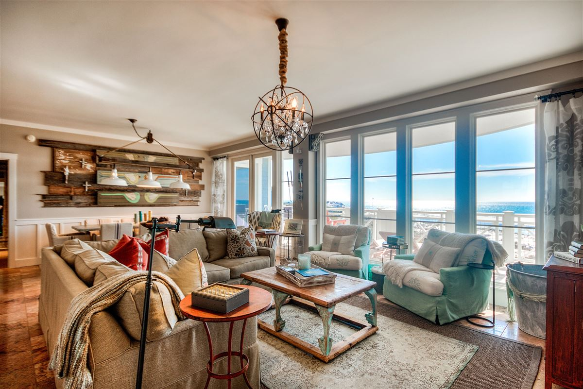 this Beautiful condo has amazing views of the Gulf luxury properties