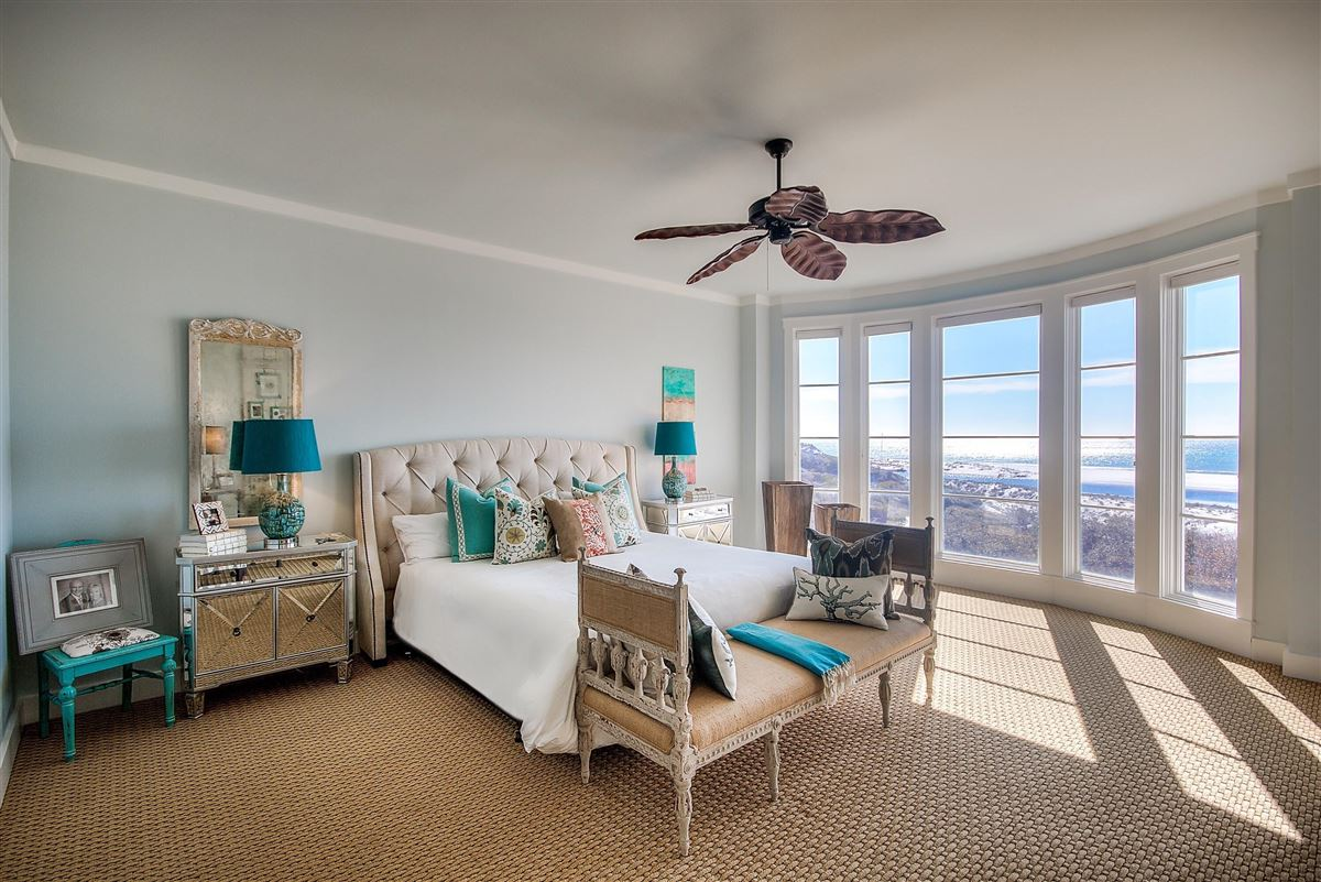 this Beautiful condo has amazing views of the Gulf luxury real estate