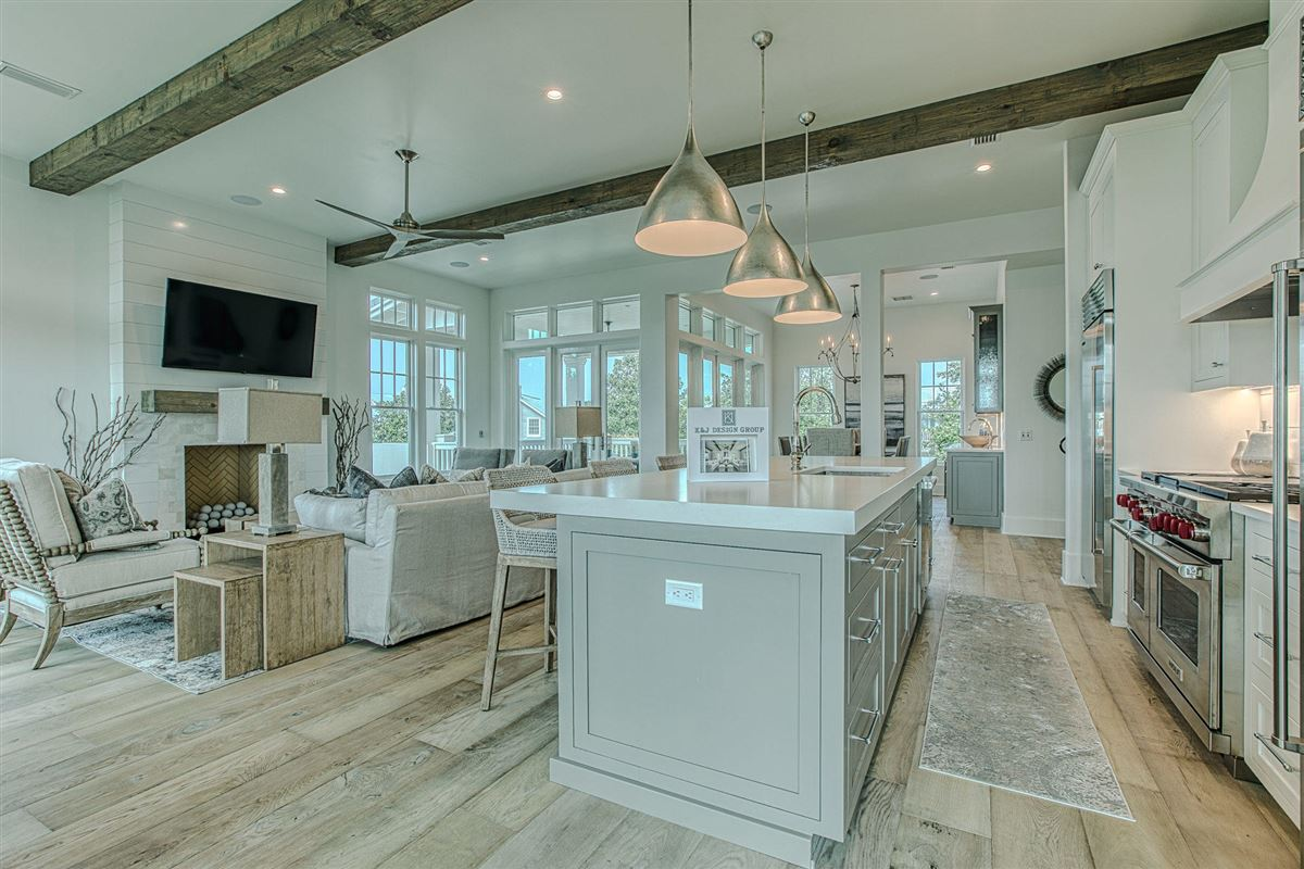 Luxury homes EXCEPTIONAL new home