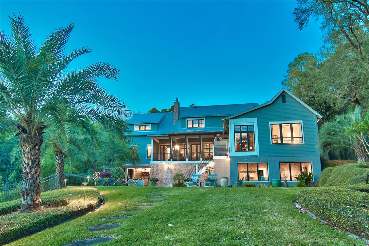 Luxury real estate Exquisite Waterfront Luxury Home