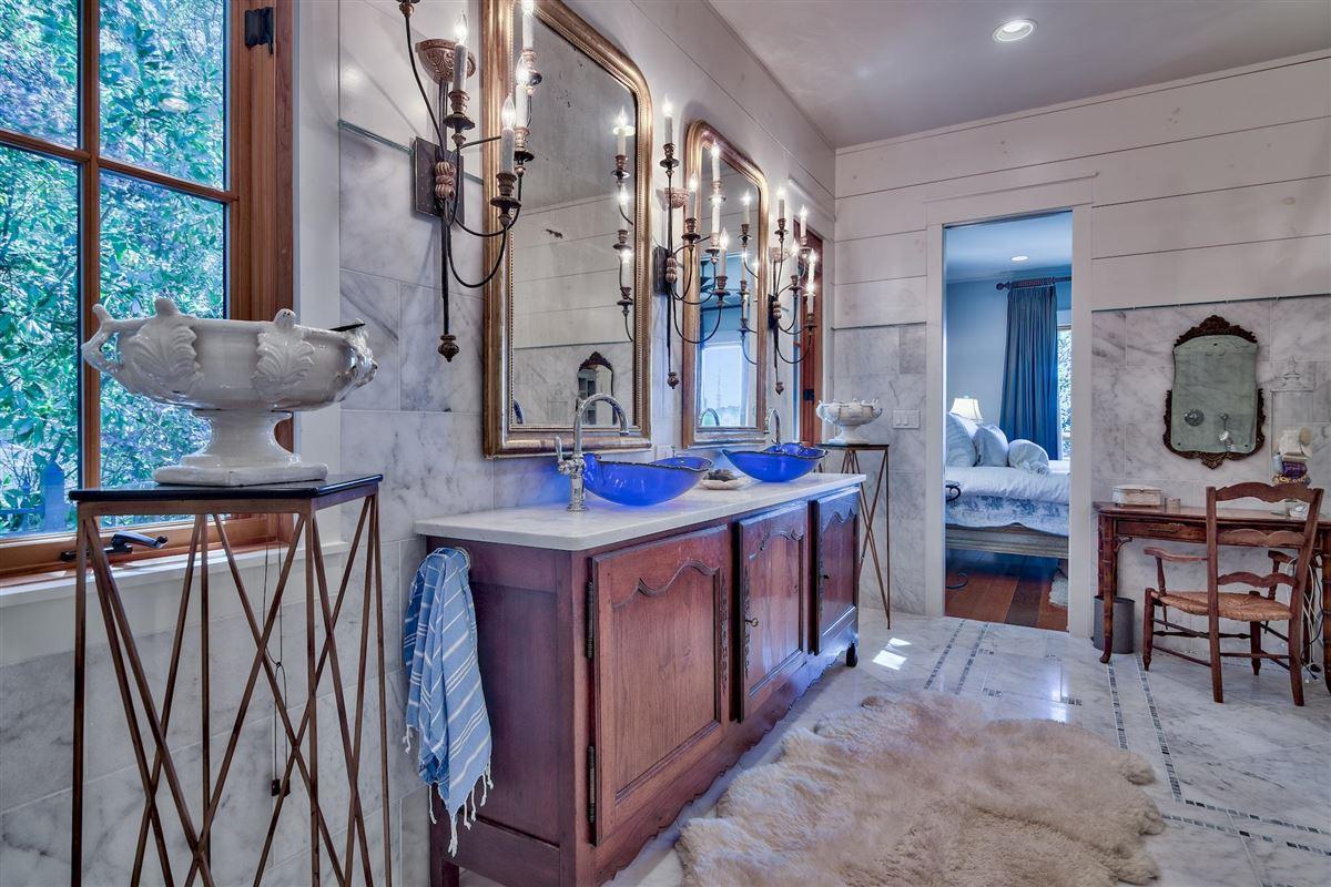 Luxury properties Exquisite Waterfront Luxury Home