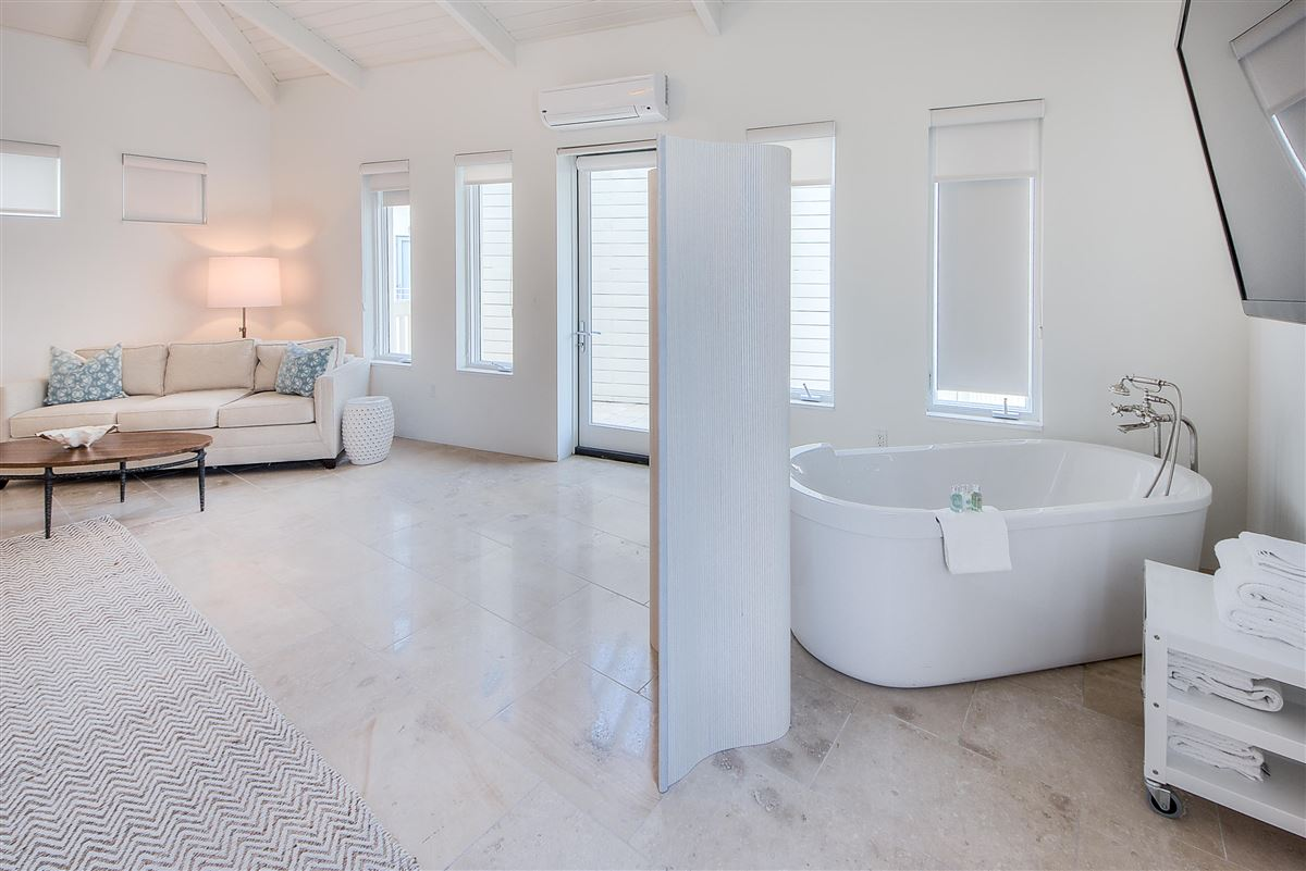 Mansions Luxury Seaside condo with Ampitheatre and Gulf views