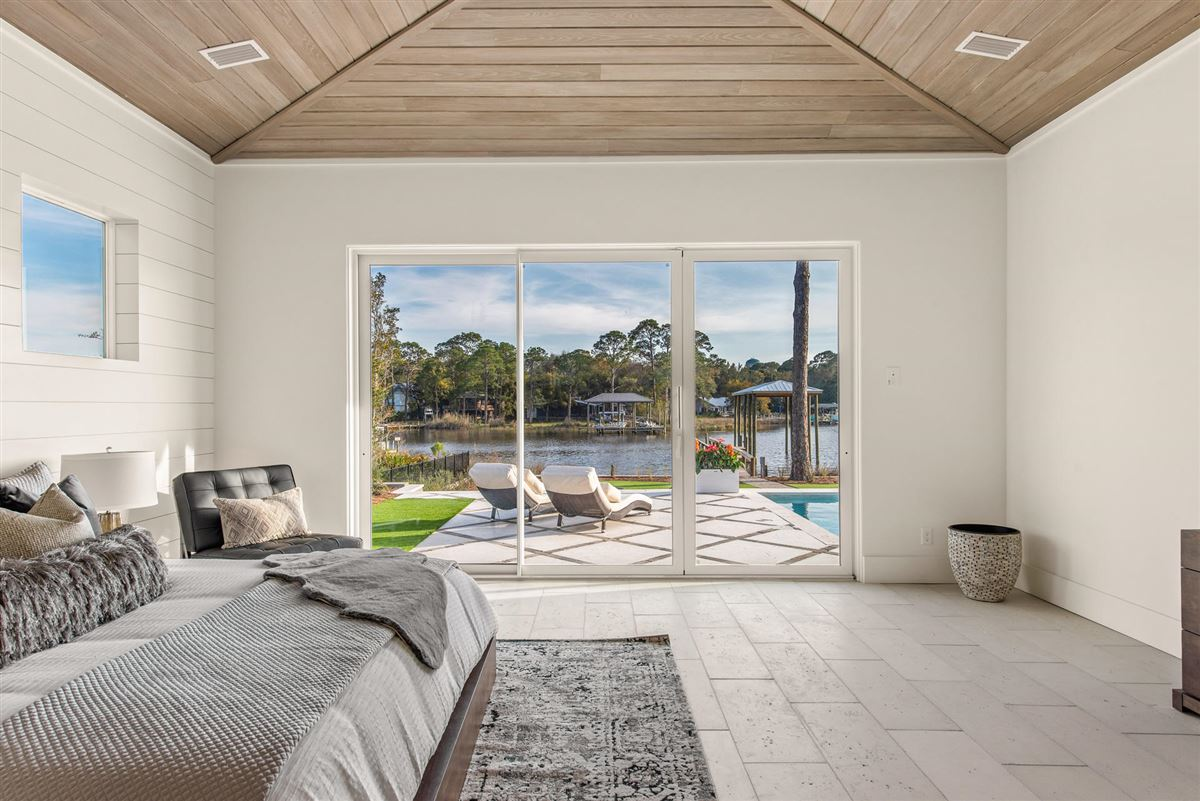 Luxury homes in the perfect Waterfront Property