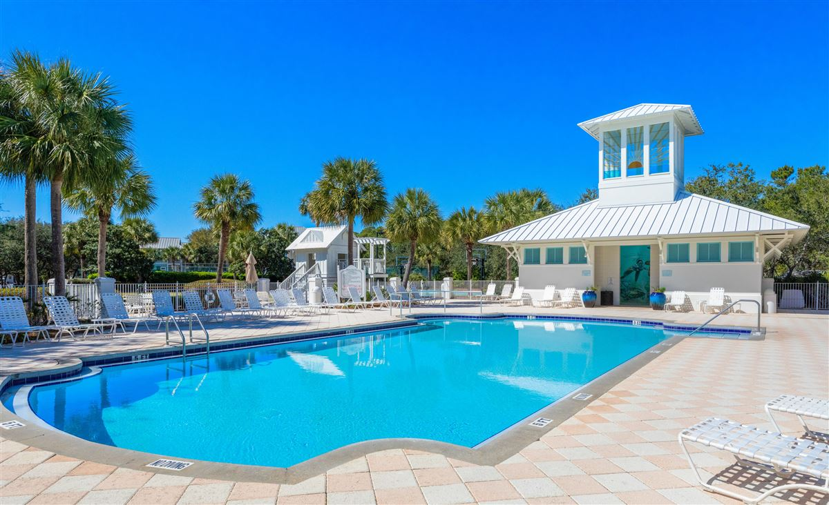 Mansions in build an impressive home on This large gulf front lot