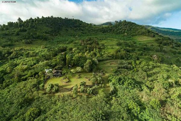 Luxury homes in the most breathtaking views in kula