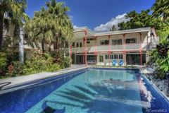 luxury Hawaiian home on an esteemed street mansions