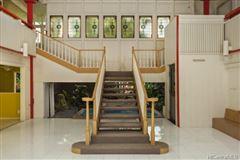 Luxury homes in luxury Hawaiian home on an esteemed street