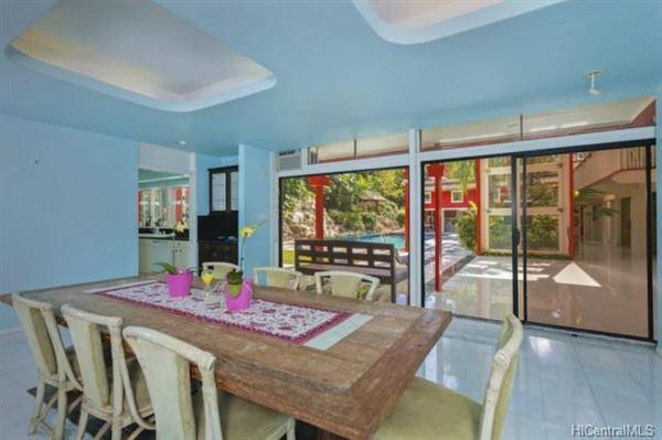 luxury Hawaiian home on an esteemed street luxury homes