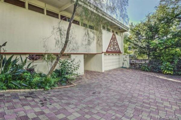 luxury Hawaiian home on an esteemed street luxury properties