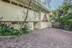 Luxury real estate luxury Hawaiian home on an esteemed street