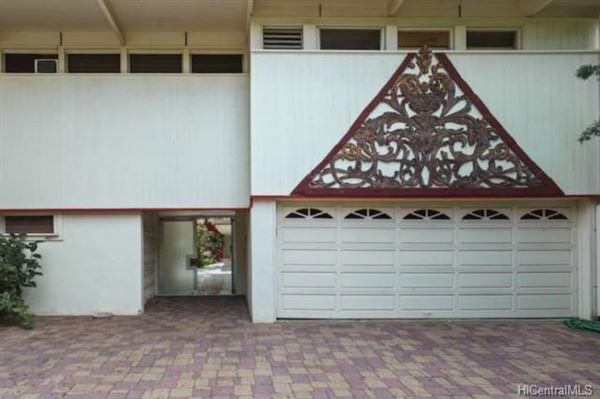 Mansions luxury Hawaiian home on an esteemed street
