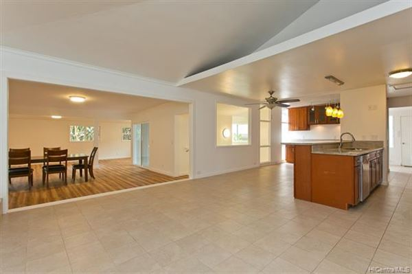 Luxury homes great AIEA home