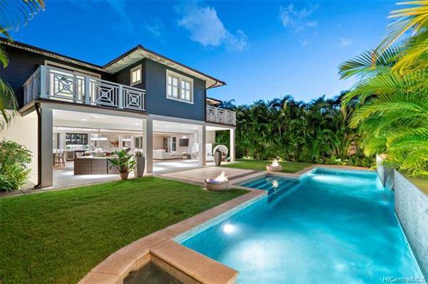 Luxury homes magnificent  indoor-outdoor living