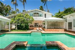 Mansions beachfront paradise in Kawela Bay