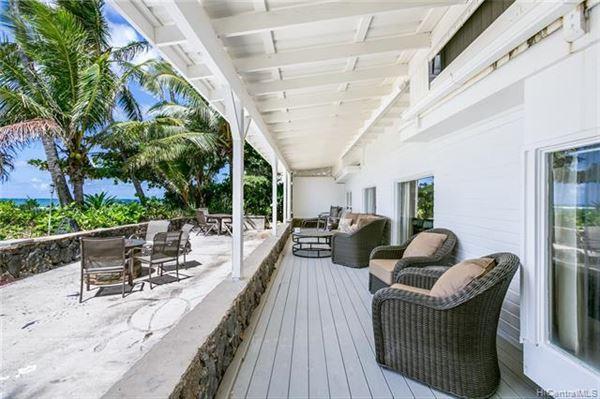 Mansions in beachfront paradise in Kawela Bay