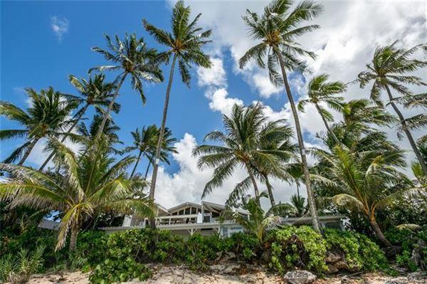 Luxury homes beachfront paradise in Kawela Bay