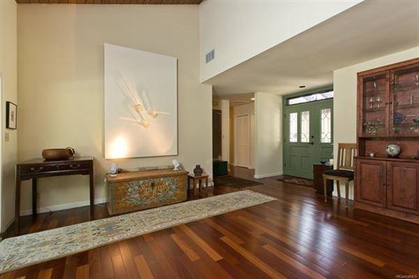 ISLAND LIVING AT ITS BEST in honolulu luxury homes