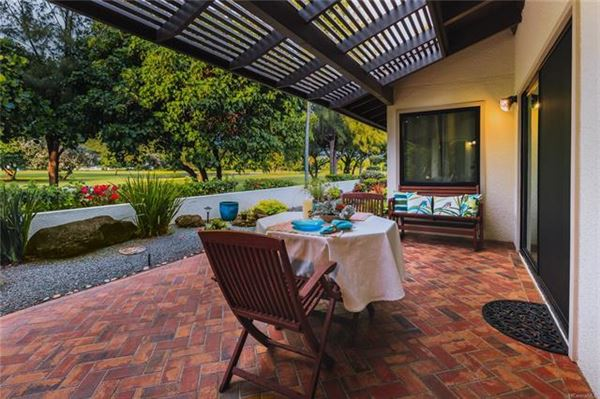 ISLAND LIVING AT ITS BEST in honolulu luxury real estate