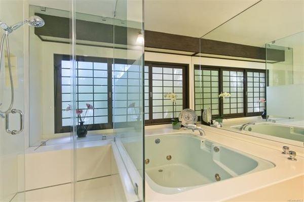 Luxury homes in ISLAND LIVING AT ITS BEST in honolulu