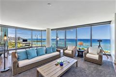 Mansions in corner unit with fantastic views