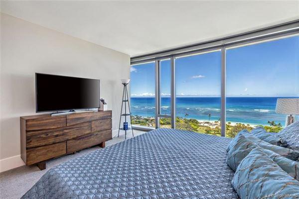 Luxury properties corner unit with fantastic views