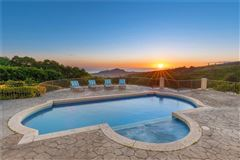 Mansions beautiful hillside villa