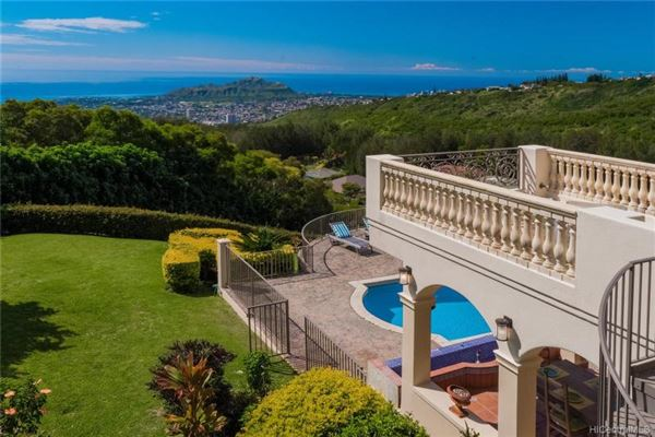beautiful hillside villa mansions
