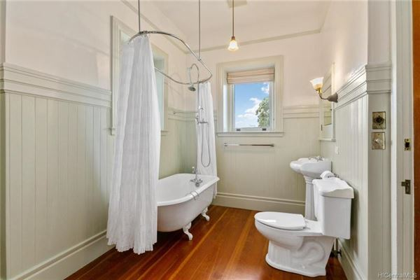 Luxury homes in stately restored queen Anne - National Historic residence