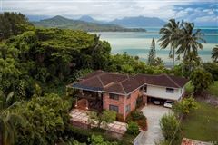 Luxury homes in tranquil oasis high above Kaneohe Bay