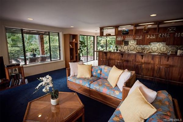 Luxury real estate tranquil oasis high above Kaneohe Bay
