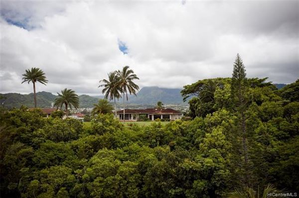 Mansions tranquil oasis high above Kaneohe Bay