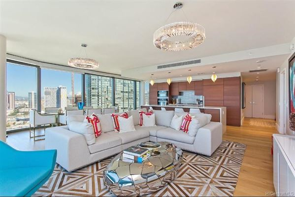 extensively upgraded three bedroom unit luxury real estate