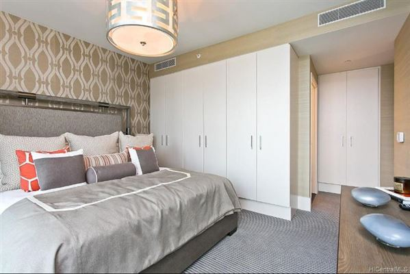 Mansions in extensively upgraded three bedroom unit