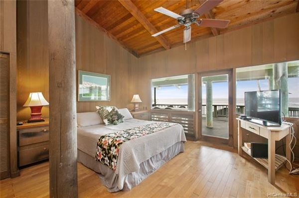 Mansions beach front estate with views of hawaiian sunsets