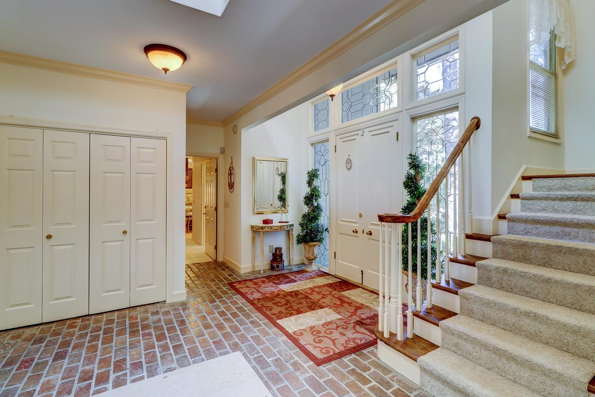 Luxury homes in beautiful traditional on a quiet cul-de-sac