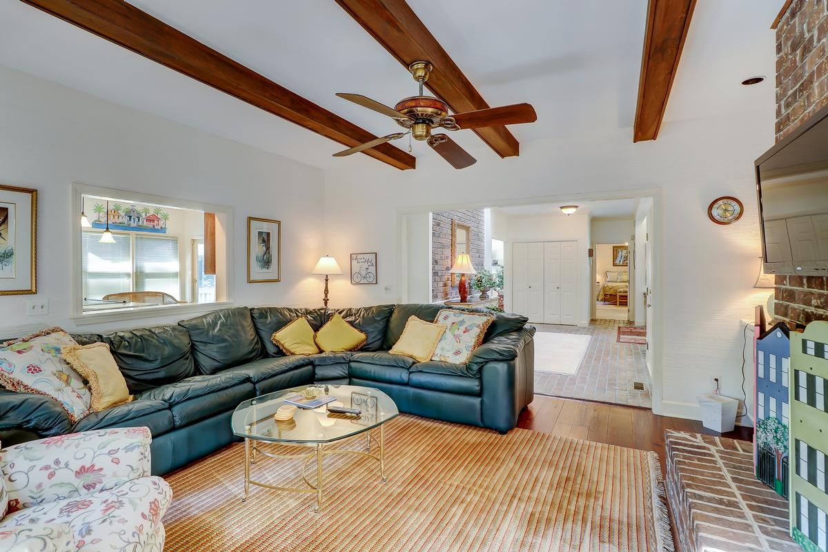 beautiful traditional on a quiet cul-de-sac luxury real estate