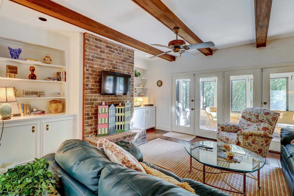 Luxury properties beautiful traditional on a quiet cul-de-sac
