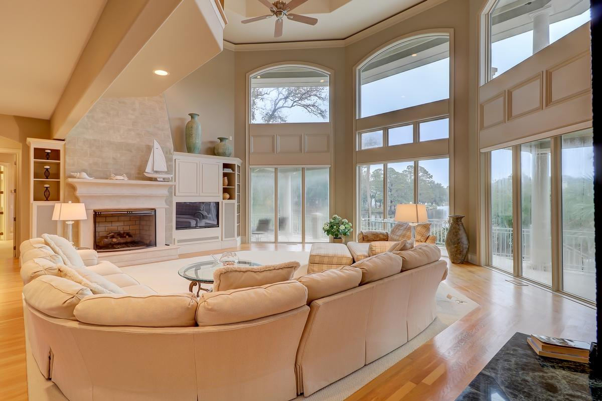 Luxury homes in Premier waterfront residence