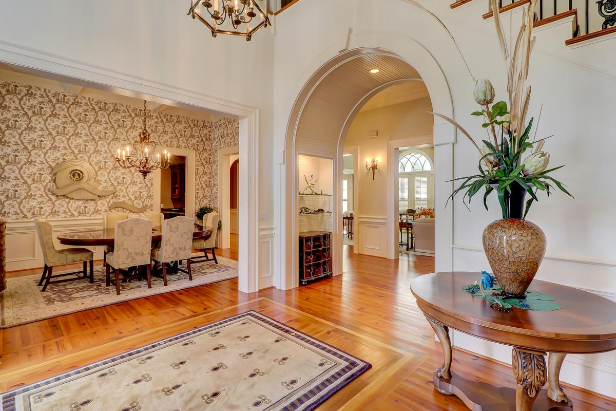 Luxury properties beautiful home in Colleton River Plantation